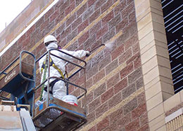 Чистка фасадов и профессиональный клининг - мойка и чистка фасадов промышленными альпинистами