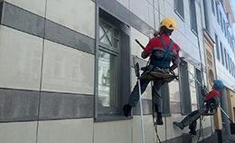 Профессиональный клининг - мойка и чистка фасадов промышленными альпинистами от компании Педант