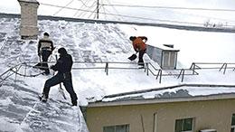 Уборка снега с крыши от ООО Педант